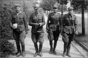 Warsaw, August, 1945. The soldiers from the Protection Unit KG DSZ. From left are Sec. Lt. M. Serkies, Capt. J. Kosowicz, Sec. Lt. K. Freitagk, Sec. Lt. J. Kuczyński.